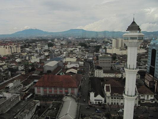 Blick von der zentralen Agung-Moschee.