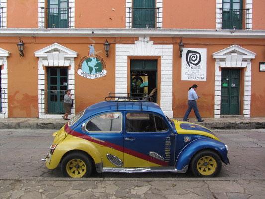 Das ist DAS Auto San Cristobals. Nicht dieses, sondern das Modell. Ich wette, dass es keine Stadt weltweit gibt mit mehr Käfern auf den Straßen als San Cristobal.