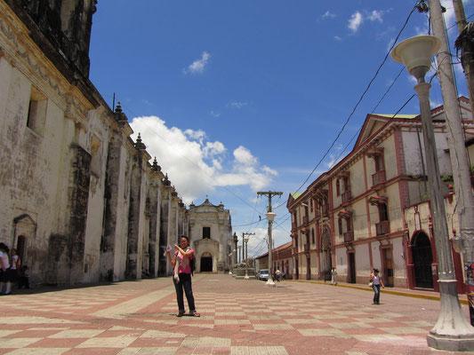 Neben der Kathedrale.