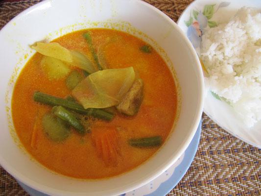 Gemüse-Curry mit Reis.