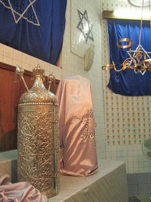 Die heiligen Schriftrollen werden hier in Silbergefäßen aufbewahrt.