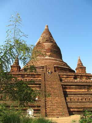 Ein Tempel der nicht mal auf unserer Karte eingezeichnet war. Keine Touristen... für mich ein kleines Wunderbauwerk.