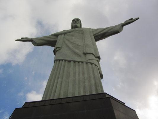 Die Errichtung der Christusstatue Monumento Cristo Redentor war ursprünglich aus Anlass der hundertjährigen Unabhängigkeit Brasiliens geplant. Der Bau der Statue begann 1922, konnte aufgrund  Finanzierungsprobleme jedoch erst 1931 fertiggestellt werden.
