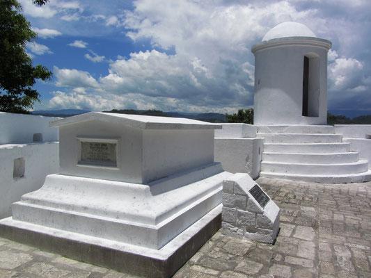 Das Grab des ehemaligen Präsidenten von El Salvador und später Honduras Juan Lindo. (Castillo San Cristobal)