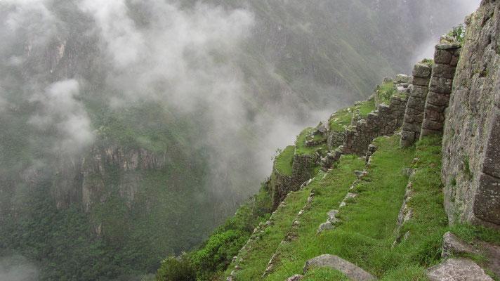 Durch bepflanzbare Terrassen konnten die Bewohner von M.P. autark in den Bergen leben und ihre Nahrung dort anbauen.