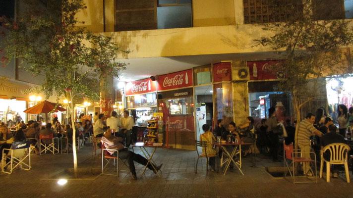 Cordoba ist eine Studentenstadt. Beliebt sind die preisgünstigen Kiosks am Straßenrand, die kalte Biere und andere Getränke zu einem Bruchteil der Bar- und Restaurantpreise verkaufen.
