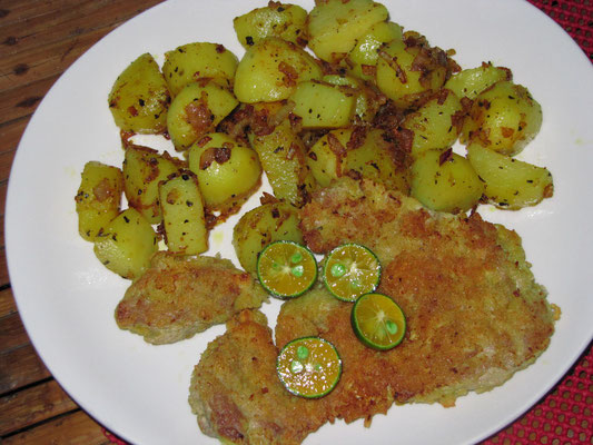 Schnitzel mit Bratkartoffeln.