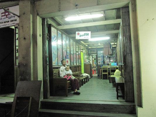 Wartezimmer eines Krankenhauses.