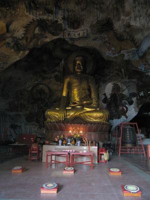 In einer Grotte des Perak Tong Tempels.