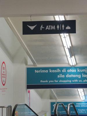 """""""Wir sind eben in einem muslimischen Land."""" (siehe Hinweisschild am oberen Bildrand!)"""