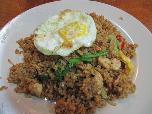 Gebratener Reis mit Hühnchen & Ei.