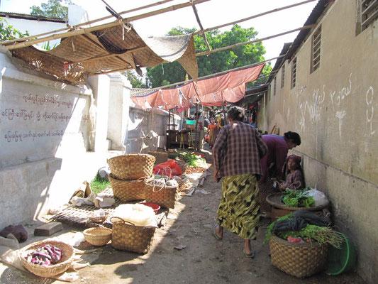 Amarapura ist eine Stadt 11 Kilometer südlich von Mandalay in Myanmar. Sie hat rund 10.000 Einwohner. Administrativ gehört die Stadt zur Mandalay-Division.