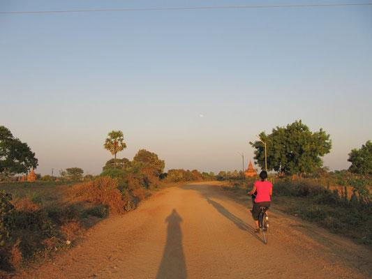 Chihi beim Fahrrad-Tempel-Hopping.