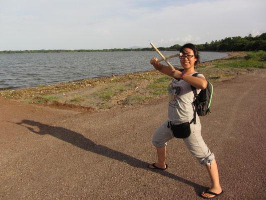 Stockkämpferin am See Nicaragua.
