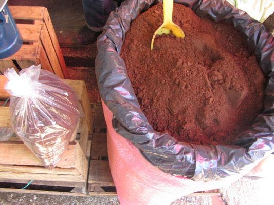 Auf dem Markt wird nur organischer Kaffee verkauft. Da haben wir gleich eine Tüte erstanden.