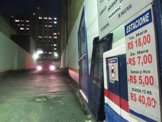 Wie bitte? Was sind denn das für Parkpreise? Eine Stunde knapp 7€ und nicht mal überdacht.