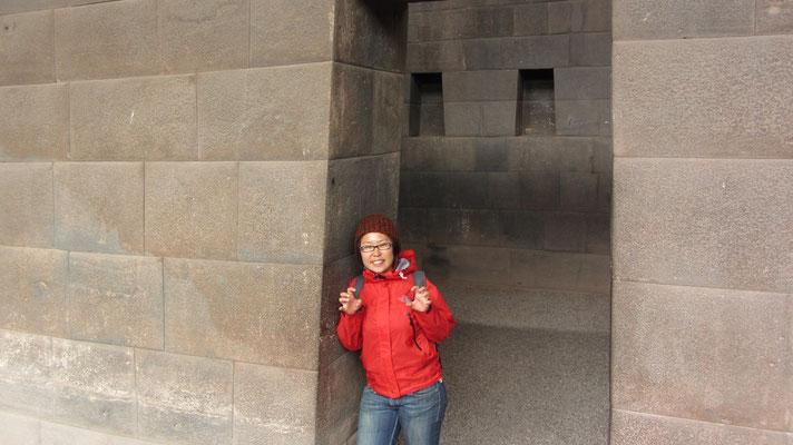 Qoricancha war der wichtigste Inkatempel. Er überstand die Zerstörungen der Conquista nicht. Heute existieren im Zentrum von Cusco, lediglich einige Mauerreste, die den Glanz jener Arbeit bezeugen.
