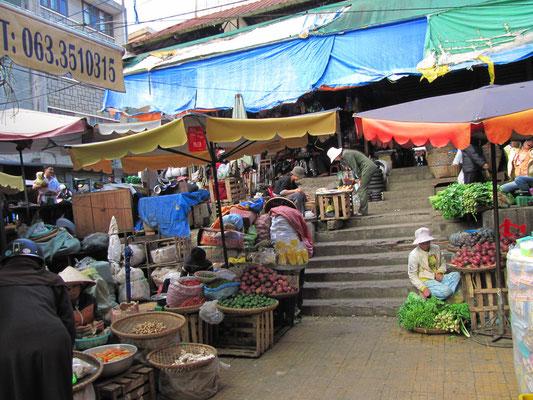 Staende vor dem Central Market.