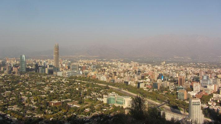 Blick auf Santiago. Gott sei Dank sind wir auf den Berg mit dem Auto gefahren.