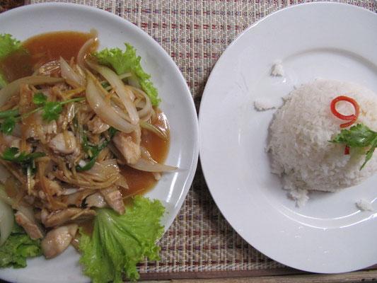 Gebratener Fisch mit Ingwer & Zwiebeln, dazu Reis.
