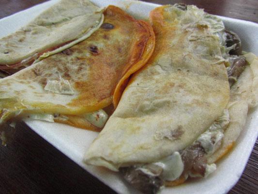 Die Quesadilla (etwa: Käse-Tortilla) ist eine typisch mexikanische Speise, die auf der Basis einer mexikanischen Tortilla beruht. Im Original wird diese Tortilla mit Käse zubereitet.