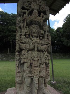 Sehr gut erhalten. Solch präzise Skulpturen findet man in Palenque oder Tikal nicht mehr.