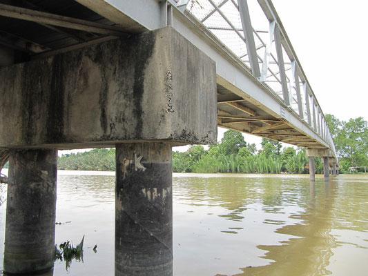 "Brücke über den ""Shrimp-Fluß""."