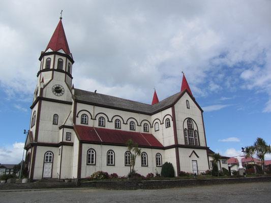 """Bekannteste Sehenswürdigkeit ist die """"deutsche Kirche"""", eine Holzkonstruktion mit Wellblechverkleidung, die der Marienkirche im Schwarzwald nachempfunden sein soll."""