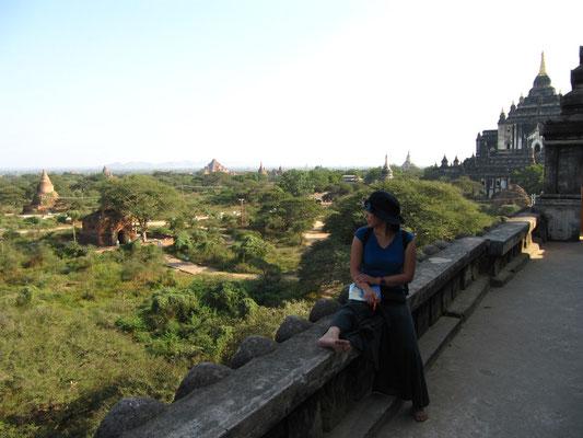 Auf dem berühmten Shwe-Gu-Gyi-Tempel.