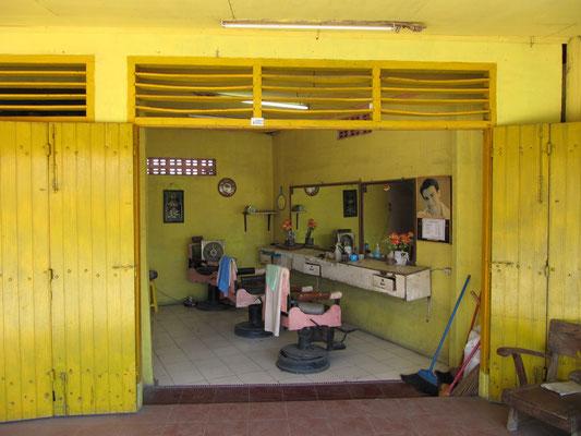 Friseur in gelb.