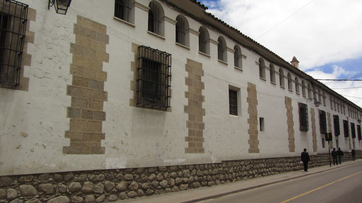 Das Casa de la Moneda, wo früher die Silbermünzen geprägt wurden, ist das flächenmäßig größte Gebäude Südamerikas.