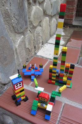 Sebastian hat zusammen mit N. Lego gespielt.