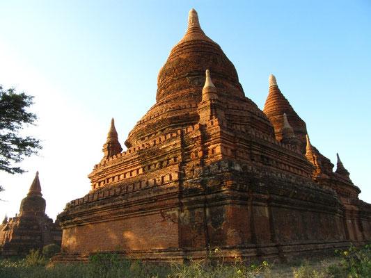 Nur ein weiterer Tempel auf dem Fußweg nach Hause. Oh, wunderbares Bagan.