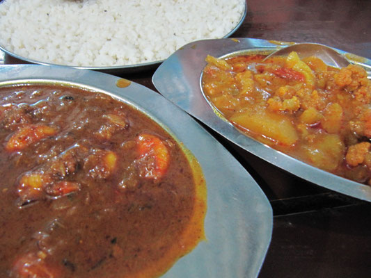Shrimp Curry & Aloo Gobi (Kartoffel-Blumenkohl-Curry).