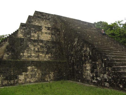 Chihi auf einem Tempel der Grupo Q.