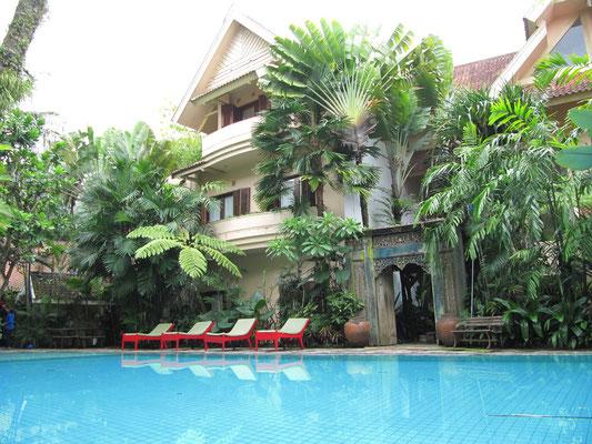 Das einzigartige Tugu Hotel Malang. Selten so sehr ein Hotel geliebt. Übernachten konnten wir nicht, aber einen Spaziergang durch das museumsähnliche Gebäude ließen wir uns nicht nehem.