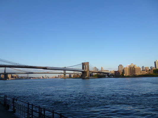 Brooklyn Bridge, dahinter die Manhattan Bridge.