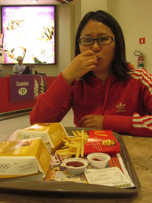 Enttäuschte Chihi vor der Abfahrt nach Rio de Janeiro. Leider haben wir das japanische Fastfoodrestaurant nicht gefunden und mussten uns mit McDonald's begnügen. Sorry Chihi!