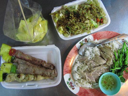 Grillfleischspieße, Schweineschmorbraten, Pad Thai & frische Ananas. (Gesamtkosten, kein Witz: 2,50€)