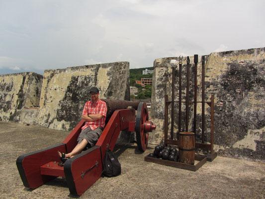 Kanonenfutter. Die Festung San Felipe ist die größte historische Festungsanlage des gesamten südamerikanischen Kontinents.