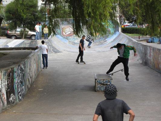 Skateboarding im Parque La Carolina.