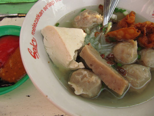 Bakso-Tofu-Nudelsuppe.