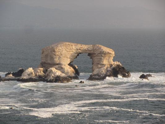 La Portada ist ein beeindruckendes Felsentor vor der Küste von Antofagasta.