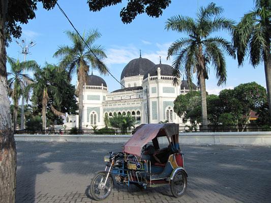 Mittagsschlaf vor der Großen Moschee.