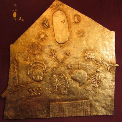 Diese goldene Scheibe, repräsentiert die Sonne und darüber hinaus stellt sie das gesamten inkaischen Pantheons dar.