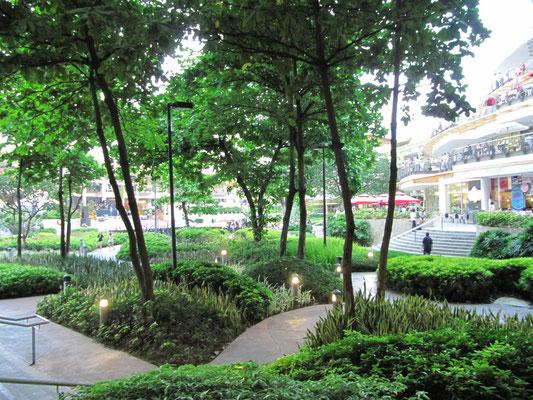 Garten des Shopping-Malls Ayala Center.