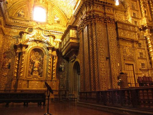 La Compana. Die von einem Deutschen im Jahre 1605 geschaffene Kirche, ist vor allem von Innen ein einzigartiges, barockes Meisterwerk. Der Raum funkelt mit Verzierungen. Angeblich wurden 7 Tonnen Blattgold verarbeitet.
