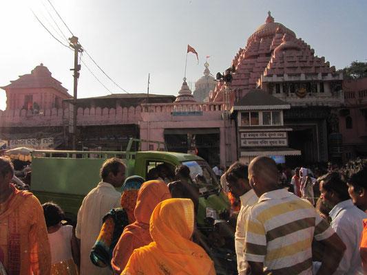 Gedränge vor dem Jagannath Mandir.