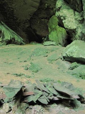 """Ein Schiffssarg in der """"Painted Cave""""."""
