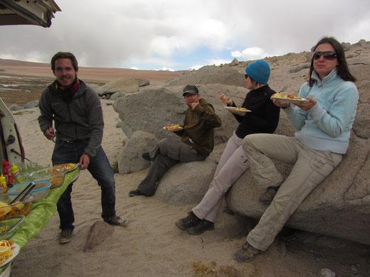 Mittagessen in der Steinwüste.